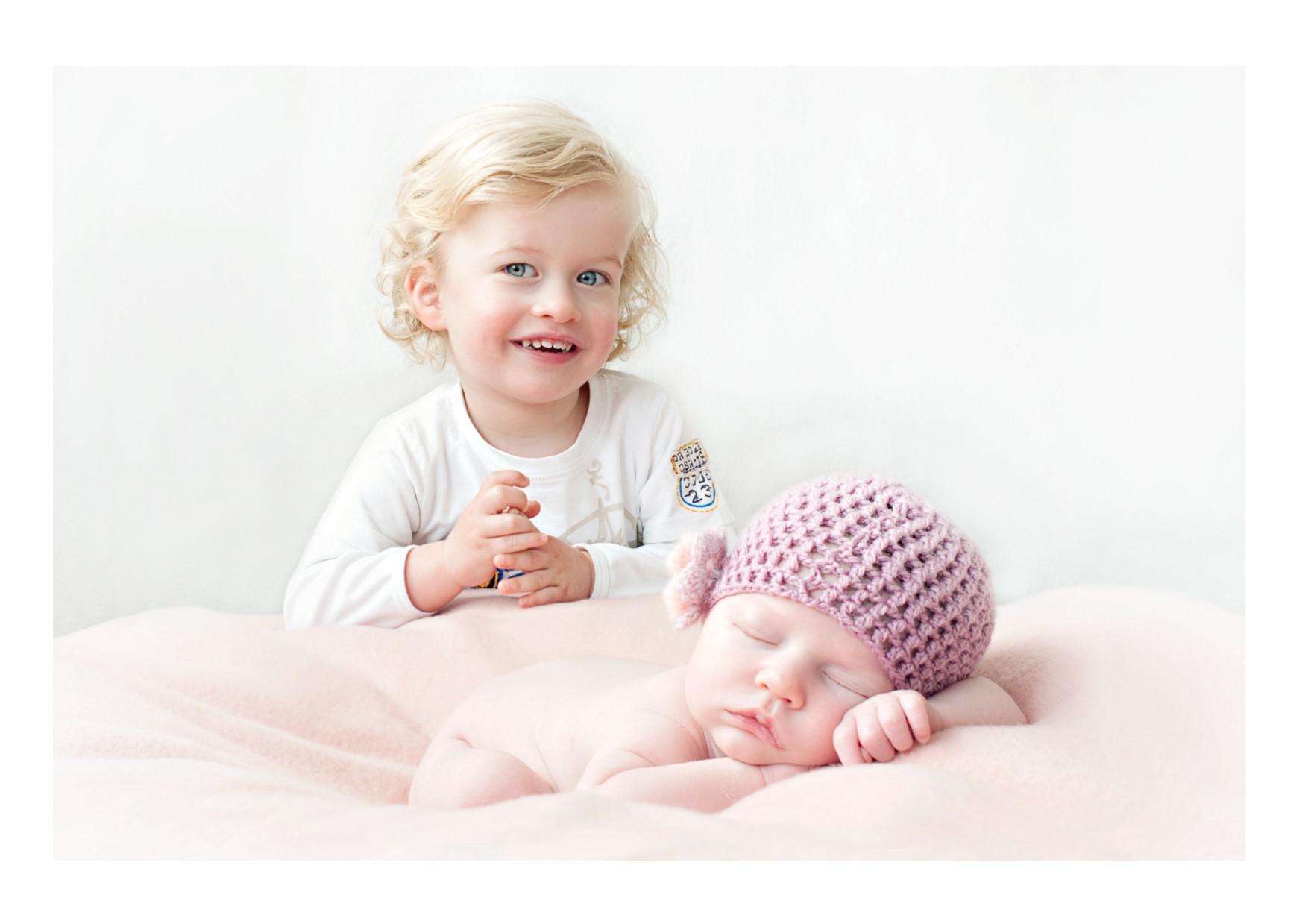 Newborn fotografie Amsterdam | Liv met haar grote broer Lucas