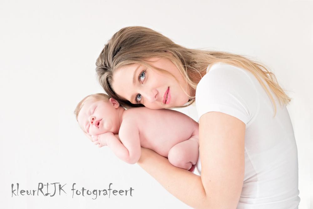 Newborn Fotoshoot aan huis | Lief mooi meisje Fee | Noord-Holland