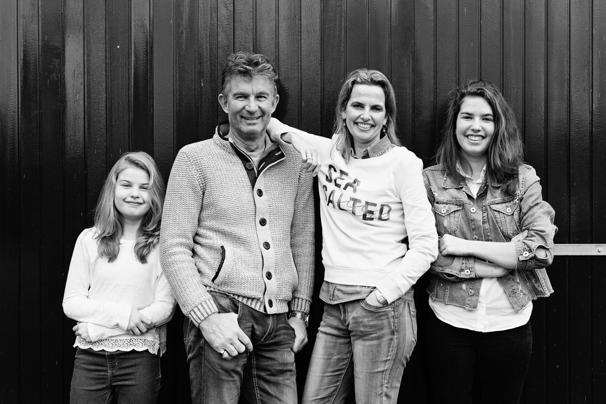 Familie fotoshoot Noord-Holland | fotografie in zwart-wit en een beetje kleur