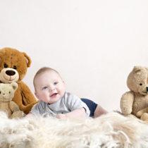 Baby fotoshoot Utrecht | Lief stoer mannetje tussen de beertjes ;-)