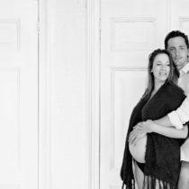 Zwangerschapsfotoshoot zwart-wit | Noord-Holland