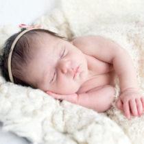 Lifestyle Newborn fotografie Laren Noord Holland | Lief meisje Valerie