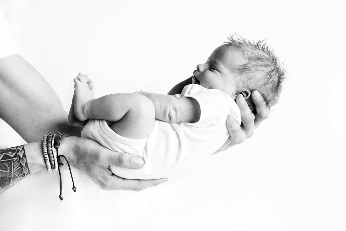 lifestyle newborn fotografie Amsterdam   Pasgeboren baby Dion