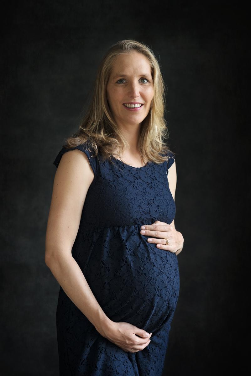 Zwangerschapsfotoshoot Trots op je buik   Amsterdam