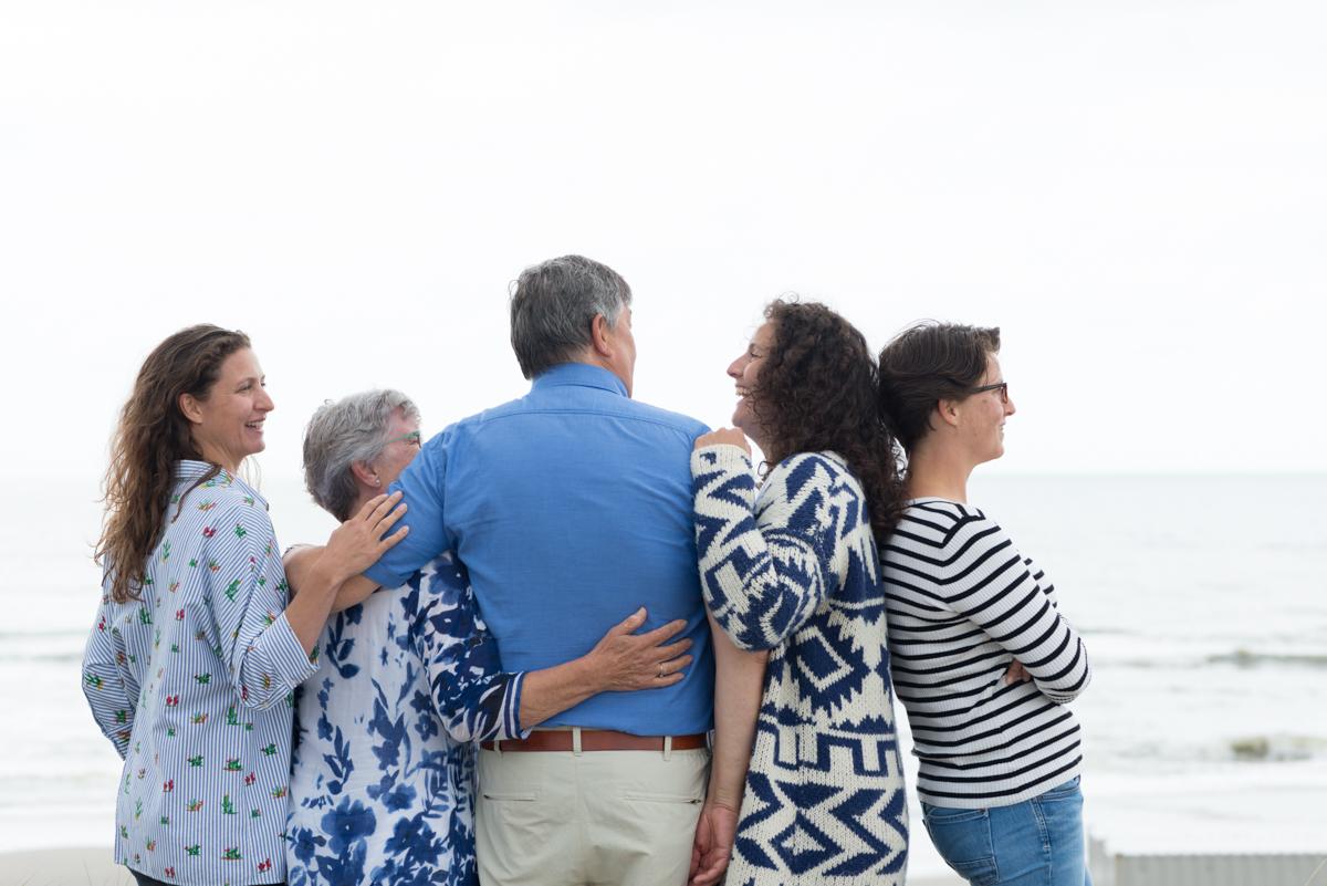 Familie strandshoot op het strand van Petten Noord Holland