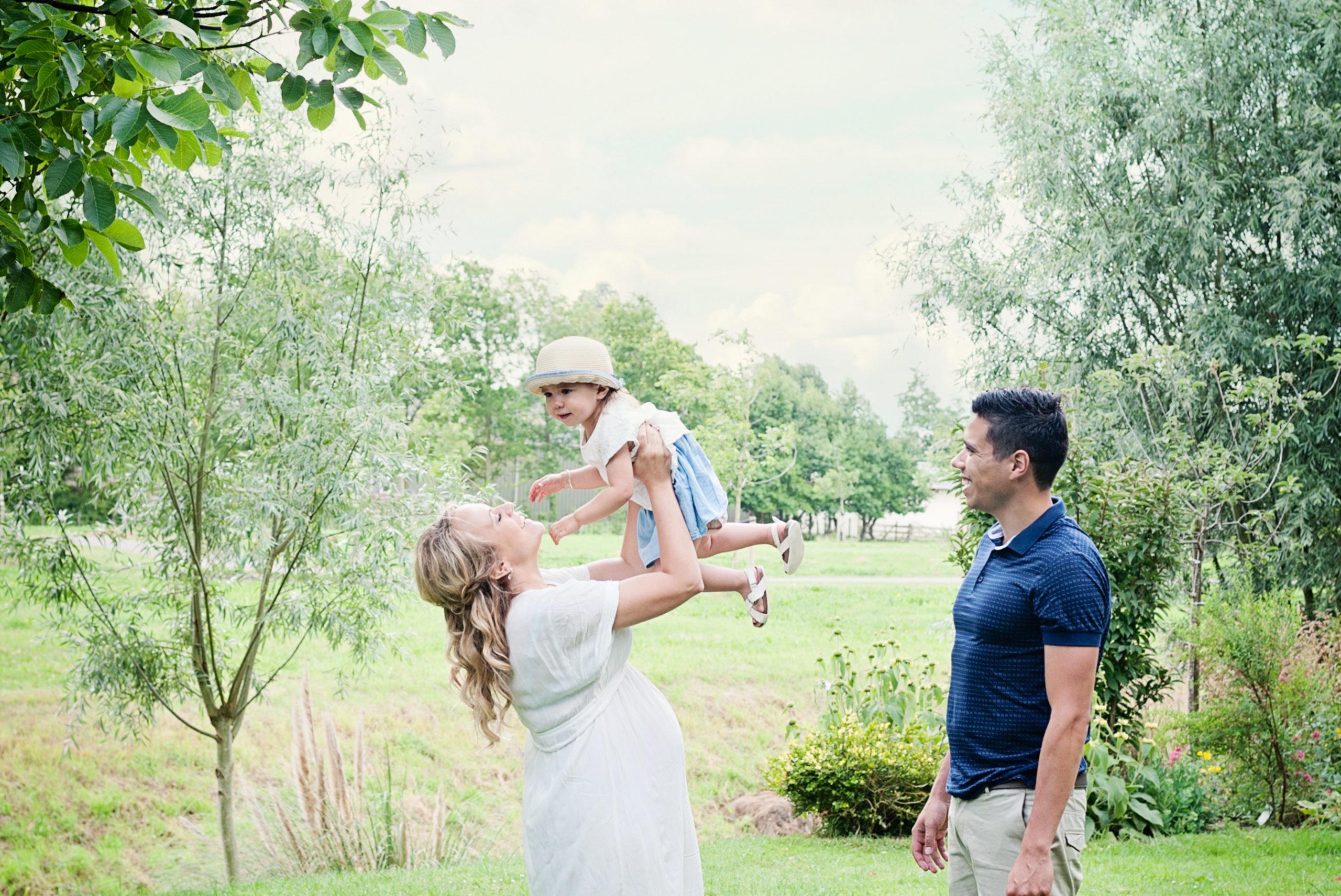zwanger en newborn shoot buiten