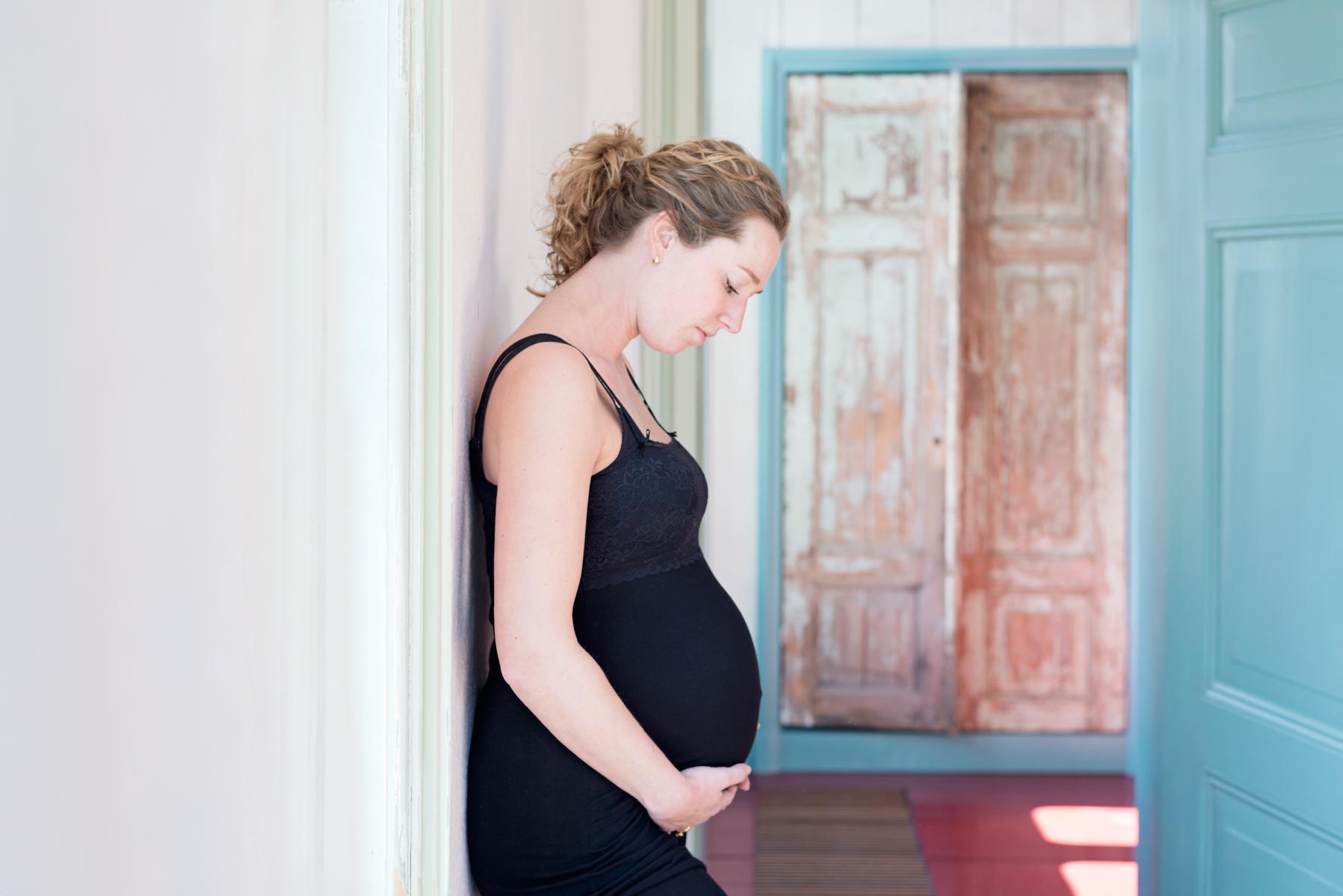 zwangerschapsshoot en in verwachting van een meisje