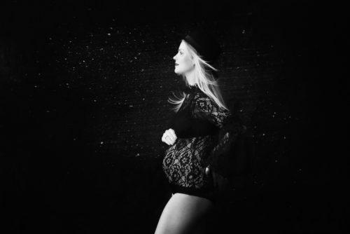 zwangerschapsfotografie zwart-wit