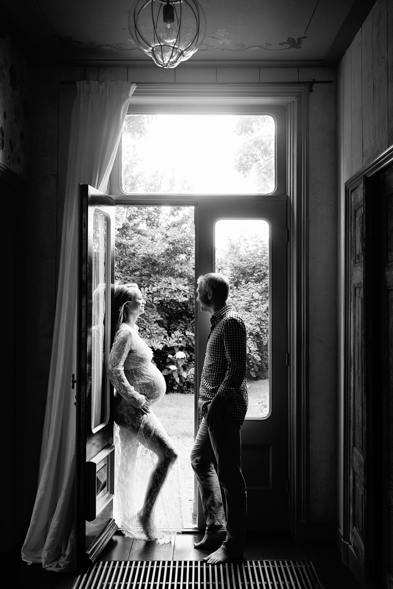 silhouet zwanger fotoshoot deuren
