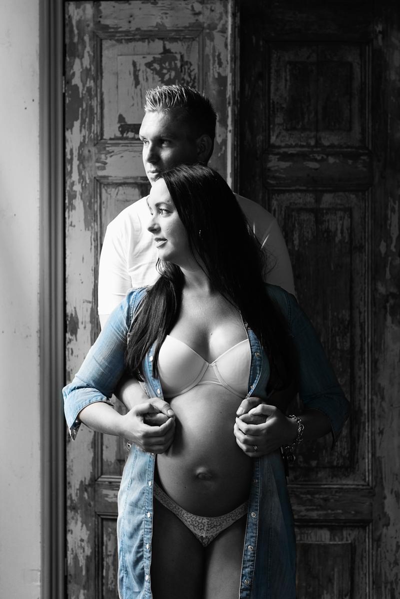 zwanger fotoshoot partner spijkerblouse