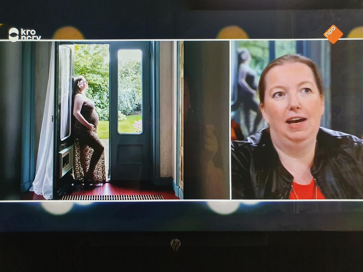 Zwangerschap Fotografie, draagmoeder in Televisie uitzending Jinek