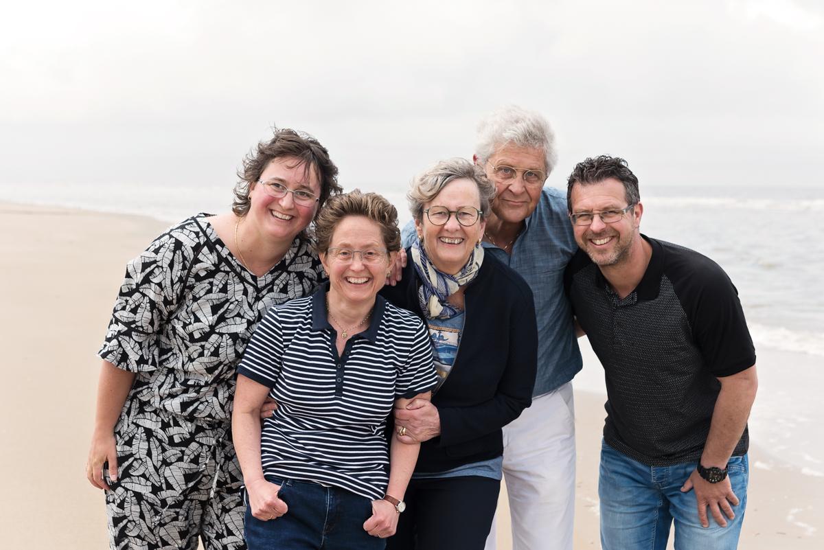 familieshoot, familiefotografie, buitenshoot, strandshoot, gezinsportret, familieshoot, familiefotografie strand egmond
