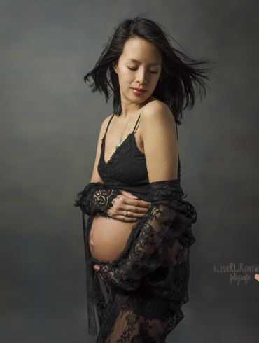 zwangerschapsfotoshoot zwart-wit en kleur