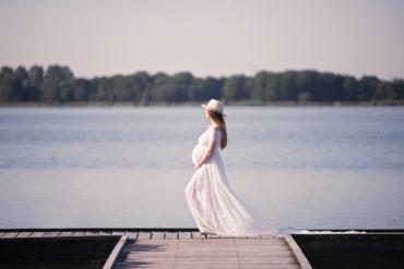 Zomerse Zwangerschapsfotoshoot Buiten