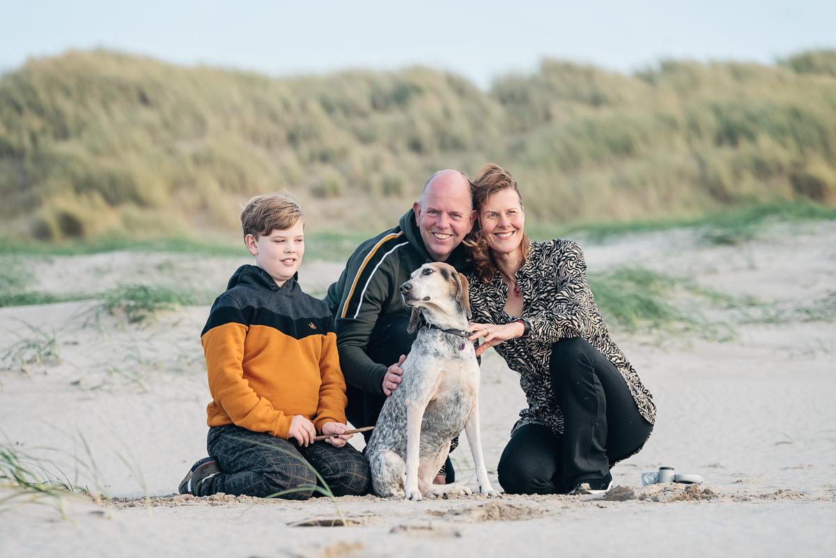 Familie Fotoshoot en de hond is mee